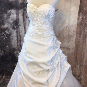 White Satin Bridal Gown sweetheart neckline size 4